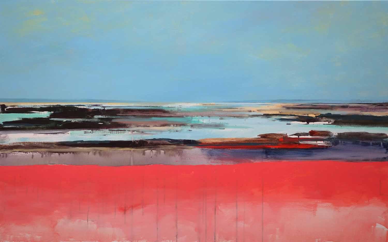 pink beach, zee en weerspiegeling. Veel blauw. Glinstering en water met horizon. Fel roze, rode, magenta kleur op de voorgrond.