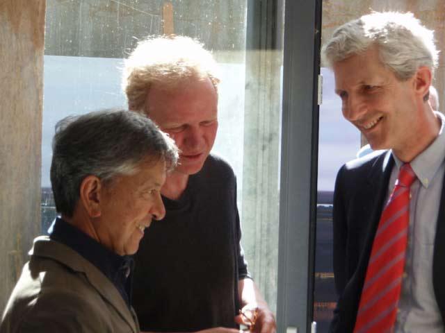 Helmuth van Galen in gesprek met Willem de Winter (Tussen Kunst en Kitsch) en Frans Leidelmeijer bij opening tentoonstelling 2011 in Castellvum Aqvae