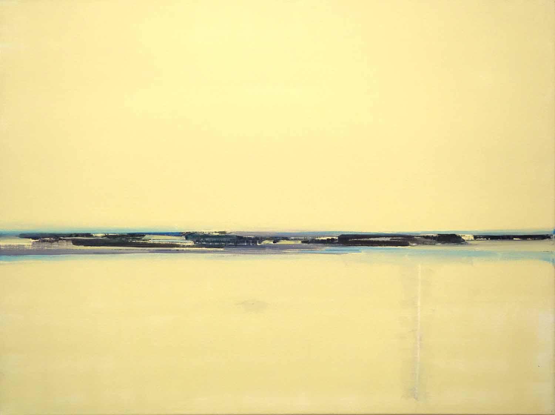 geel landschap met water, horizon en vage heuvels